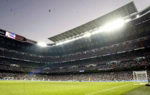 Panorámica del Santiago Bernabéu, durante un partido de Liga.