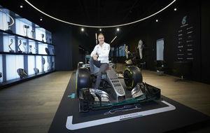 Valtteri Bottas, posando con el Mercedes
