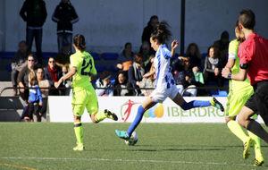 Sandra Castelló en un lance del partido ante el Betis.