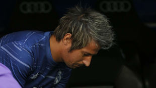 Fabio Coentrao en el banquillo durante un partido en el Bernabéu