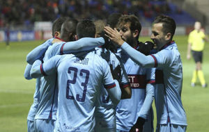 Los jugadores del Levante celebran el triunfo ante el Huesca de la...