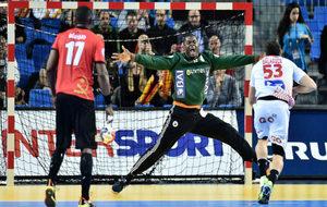 Figueira, el portero angoleño fue expulsado a los ocho minutos.