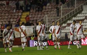 Los jugadores del Rayo Vallecano en el partido de Copa del Rey contra...