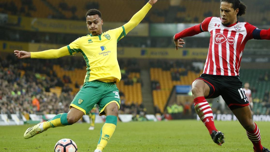 Martin Olsson en un partido ante el Southampton