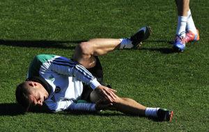 Joaquín se duele sobre el césped de la Ciudad Deportiva Luis del...