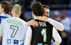 Los jugadores eslovenos celebran la consecución del empate