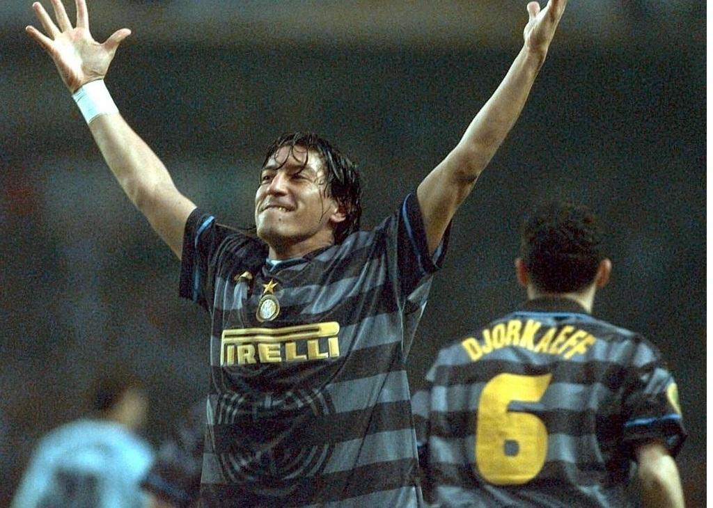 Zamorano tras su gol al Lazio en la final de la UEFA 1998.