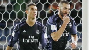 Benzema y Ronaldo celebran un gol ante el América de México.