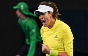 Garbiñe Muguruza celebra un punto ante Samantha Crawford en el Open...