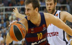 Víctor Claver jugando con el Barcelona en la Euroliga