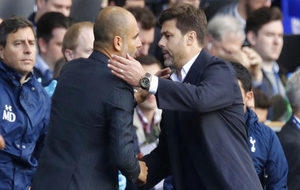 Pochettino y Guardiola se saludan antes del Tottenham-City.