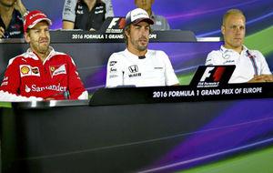 Vettel, Alonso y Bottas, en una rueda de prensa de 2016.