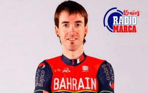 El ciclista Ion Izaguirre, con el maillot del que es su nuevo equipo,...
