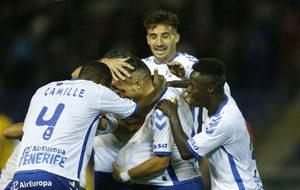 Los jugadores del Tenerife celebran un gol, durante un encuentro de...