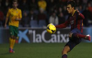Edu Bedia chuta a puerta en un partido con el Barcelona B.