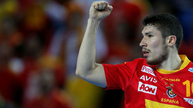 Álex Dujshebaev celebra un gol.