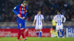 Messi cabizbajo tras encajar un gol de la Real