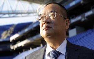 Chen Yansheng, presidente del Espanyol, observa el estadio de...