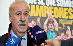 Vicente del Bosque hablando con los medios.