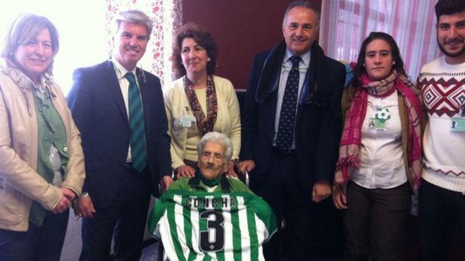 Doña Concha Andrade, con Miguel Guillén y Gordillo