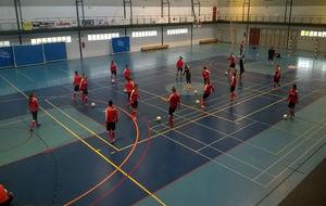 La selección de Suiza entrenando en un Polideportivo de Oliva.