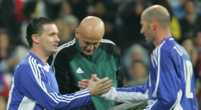 Pedja Mijatovic y Zinedine Zidane, en un partido contra la pobreza