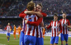 Griezmann, Gameiro y Koke celebran el tercer gol del Atlético ante el...