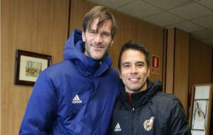 Leo Franco y Saviola posan para MARCA, en el curso de entrenadores de...