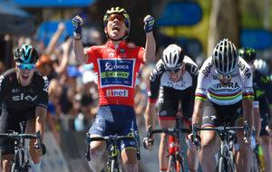 Ewan celebra su tercera victoria en el Tour Down Under.