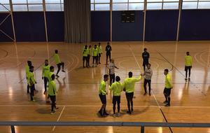 Los jugadores del Villarreal durante el entrenamiento en el pabellón...