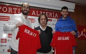 Borja y Javi Álamo junto a Andrés Fernández, durante su...