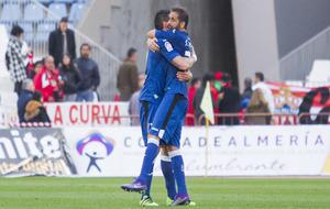Gorosito celebra con Sergio Mora la victoria en Almería
