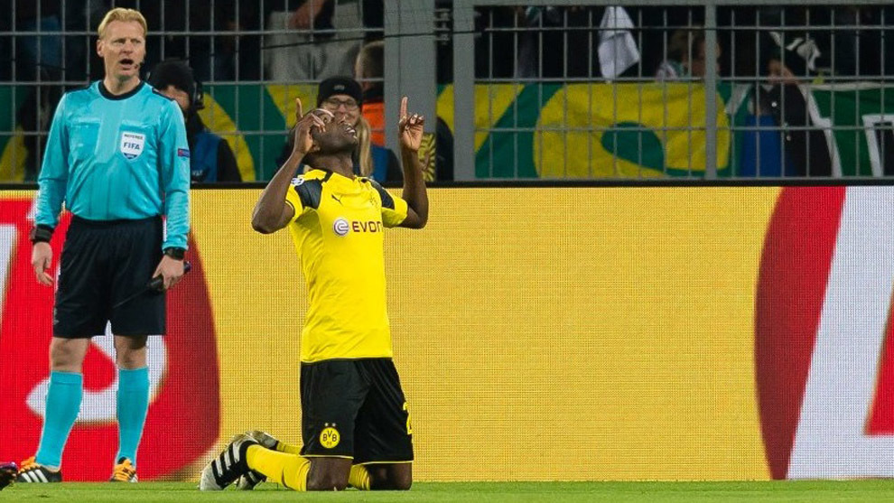 Adrián Ramos celebrando un gol.