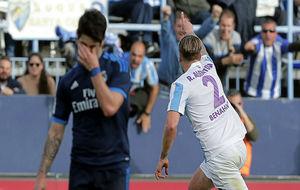Isco se lamenta tras el gol de Albentosa en el Málaga-Madrid del año...