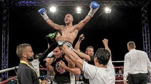 Isaac Real celebra el título conseguido en Alemania en 2014