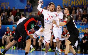 El croata Cindric lanza a portería en el partido frente a Alemania