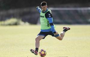 Álex García durante un entrenamiento con el Tenerife.