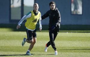 Víctor, junto a Zozulya en un entrenamiento