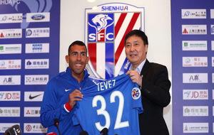 Carlos Tévez durante su presentación con el Shanghai Shenhua.