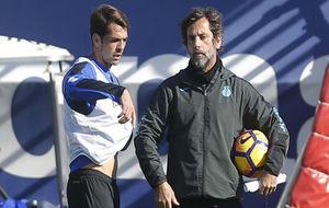 Víctor Sánchez, junto a Quique Sánchez Flores, durante una sesión.