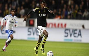 Isak durante un partido de la Liga sueca.
