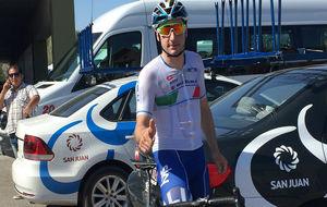 Elia Viviani, campeón olímpico en Río, antes de salir a entrenarse...