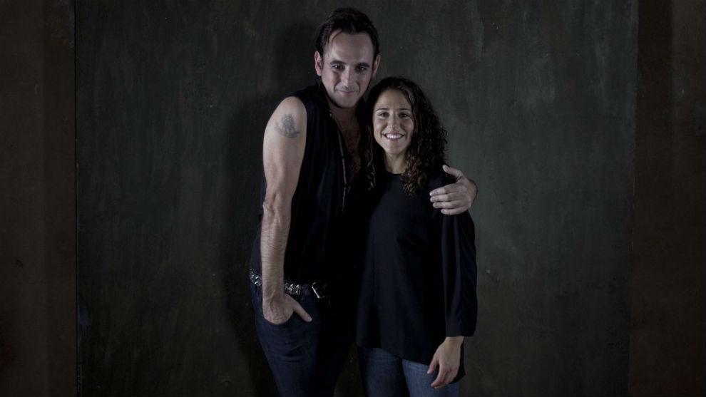 Igor Paskual y Vero Boquete posan tras la grabación del videoclip...