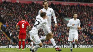 Llorente celebra su segundo gol al Liverpool.