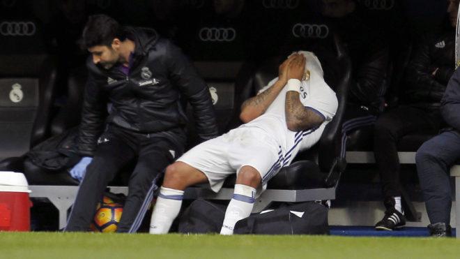 Marcelo, tapándose la cara tras ser sustituido.