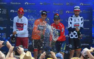 El podio, con Restrepo (mejor joven), Porte (vencedor), Ewan...