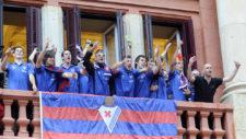 Los jugadores del Eibar celebrando el ascenso a Primera División
