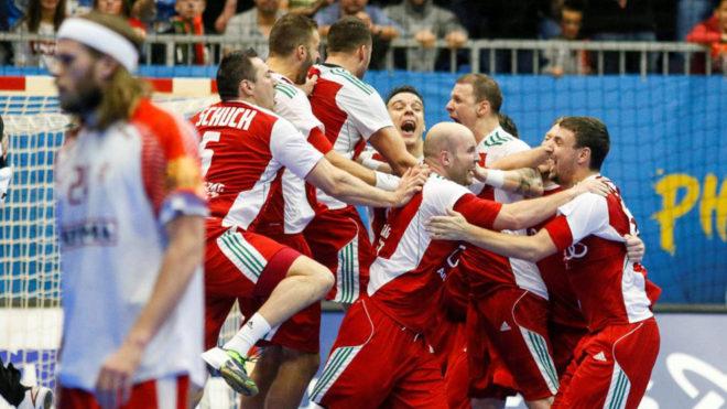 Hungría celebra su victoria ante Dinamarca y el pase a cuartos.