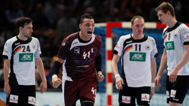 El jugador qatarí Youssef Ali celebra el pase a cuartos ante...
