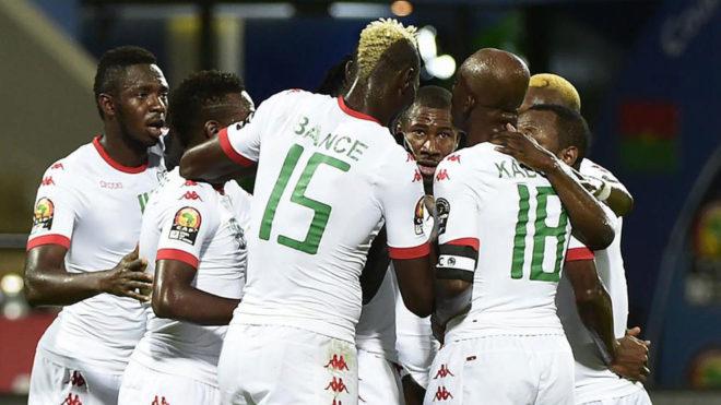 Los jugadores de Burkina Faso celebran uno de sus goles.